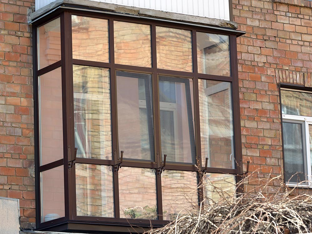 Французский балкон: разновидности, остекление и установка.